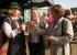 Dörthe Rieboldt, Dr. Uwe Träger und seine Frau Hella (von links) stoßen auf das gelungene Fest an