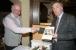 20. Oktober 2006 Gründung der Goethe Gesellschaft Gera e.V. - Dr. Jochen Golz (r.) Präsident der Goethegesellschaft Weimar gratuliert Bernd Kemter, dem Vorsitzenden und Initiator