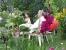 Gute Unterhaltung zwischen Grün und Blumen